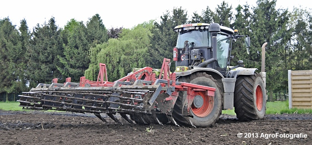 Claas XERION 3800 VC TRAC + Cultivator (10)