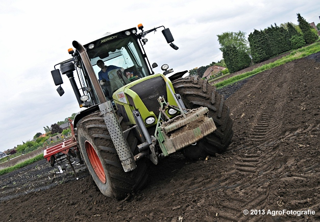 Claas XERION 3800 VC TRAC + Cultivator (12)