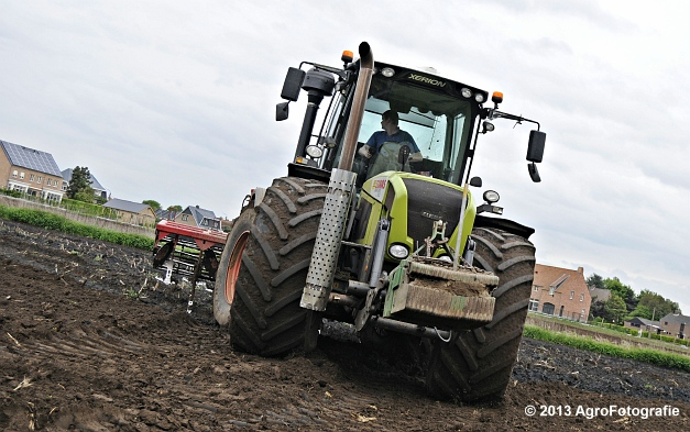 Claas XERION 3800 VC TRAC + Cultivator (13)