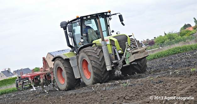 Claas XERION 3800 VC TRAC + Cultivator (14)