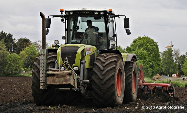 Claas XERION 3800 VC TRAC + Cultivator (15)