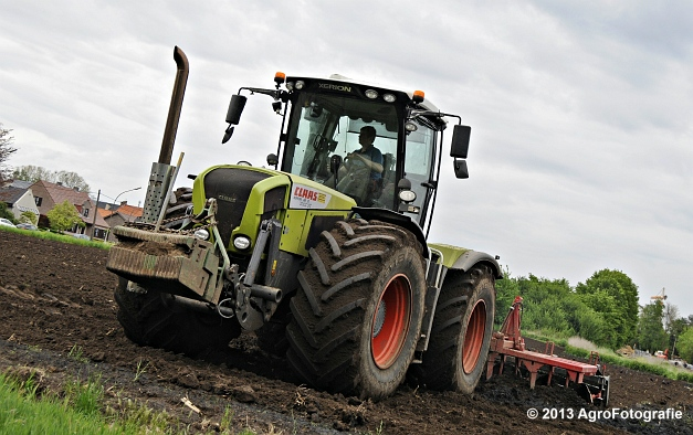 Claas XERION 3800 VC TRAC + Cultivator (16)