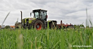 Claas XERION 3800 VC TRAC + Cultivator (17)
