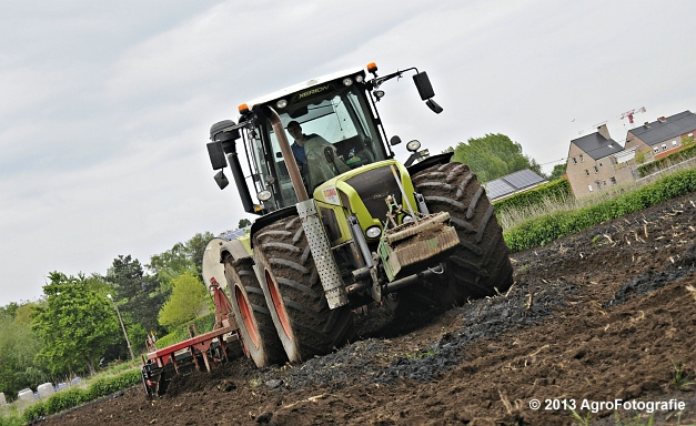 Claas XERION 3800 VC TRAC + Cultivator (18)