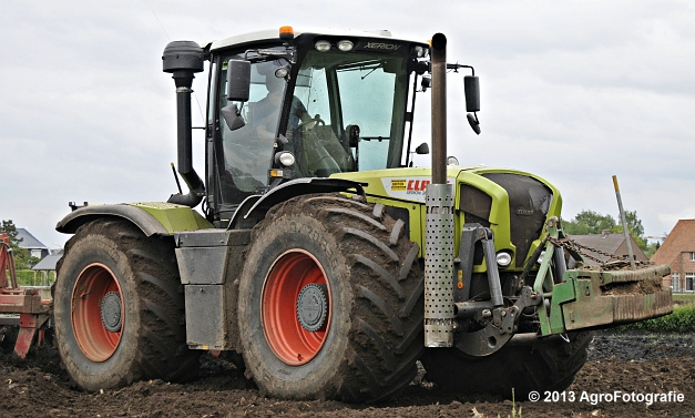 Claas XERION 3800 VC TRAC + Cultivator (20)