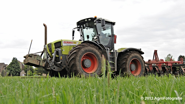Claas XERION 3800 VC TRAC + Cultivator (21)