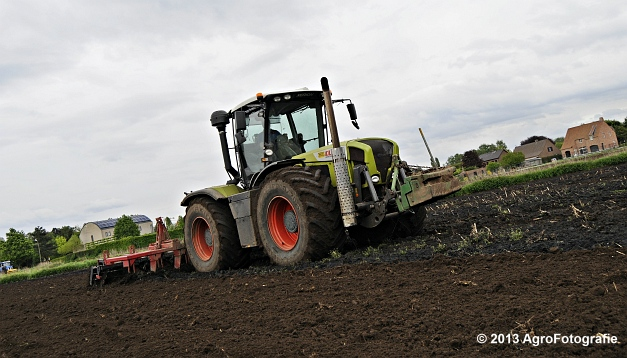 Claas XERION 3800 VC TRAC + Cultivator (8)