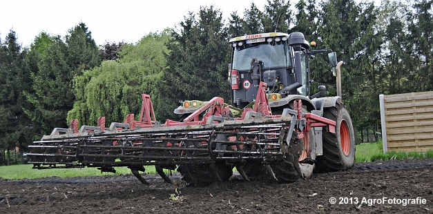 Claas XERION 3800 VC TRAC + Cultivator (9)
