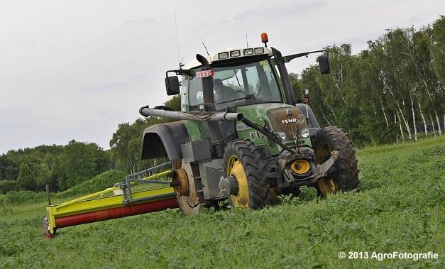 Fendt 820 + Astwell Rollmaster (11)