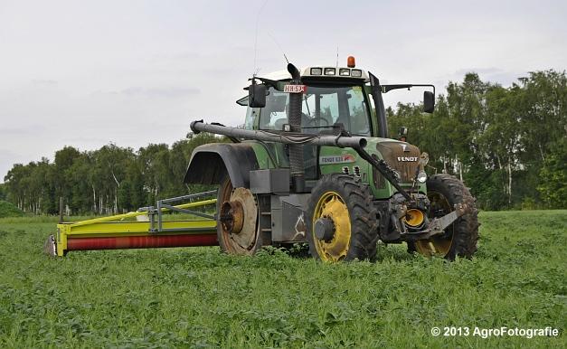 Fendt 820 + Astwell Rollmaster (12)