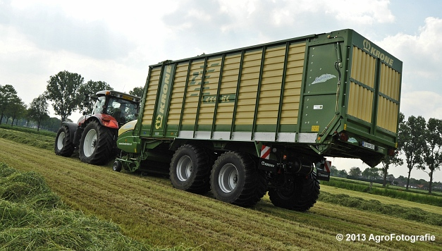 Steyr CVT 6185 + Krone ZX 450 GL (20)