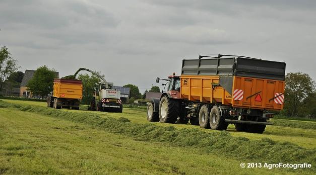 Claas JAGUAR 860 + New Holland & Fendt (15)