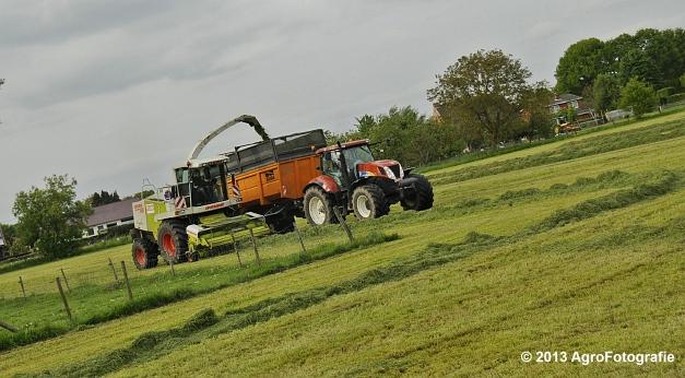 Claas JAGUAR 860 + New Holland & Fendt (17)