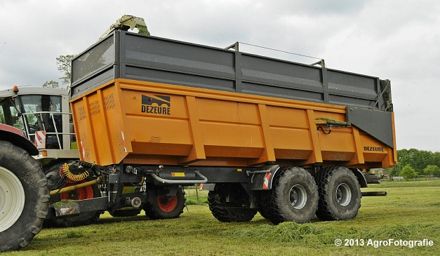 Claas JAGUAR 860 + New Holland & Fendt (20)