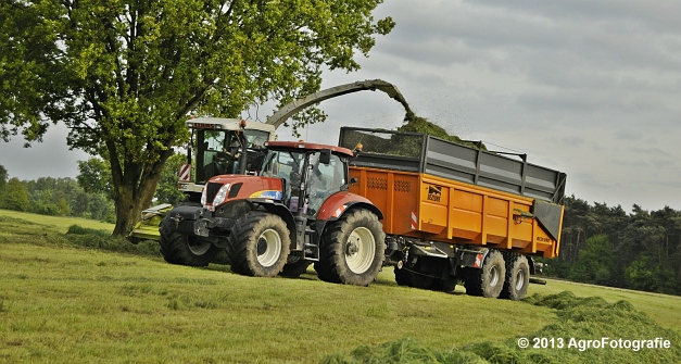 Claas JAGUAR 860 + New Holland & Fendt (24)