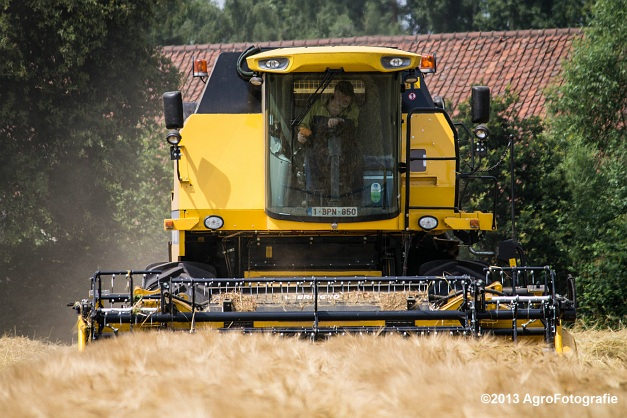 New Holland TC 5070 (13)
