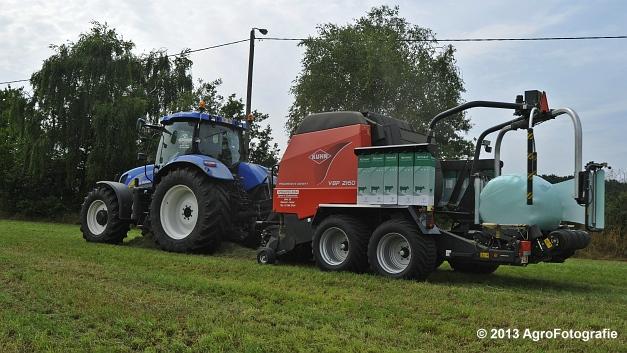 New Holland T6080 + Kuhn VBP 2160 (24)