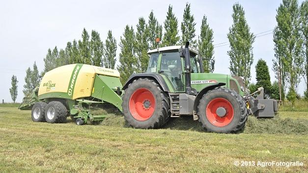 Fendt 820 + Krone Big Pack 1270XC Multi-BALE (11)
