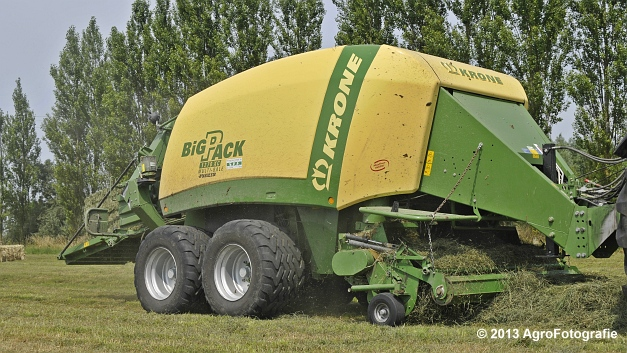 Fendt 820 + Krone Big Pack 1270XC Multi-BALE (12)
