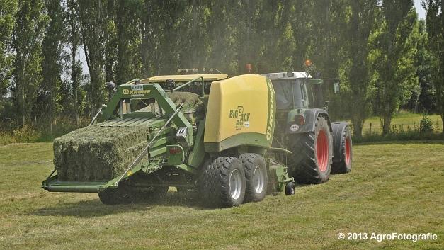 Fendt 820 + Krone Big Pack 1270XC Multi-BALE (14)
