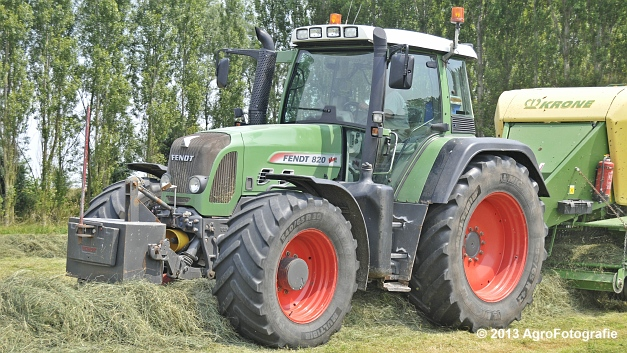 Fendt 820 + Krone Big Pack 1270XC Multi-BALE (4)
