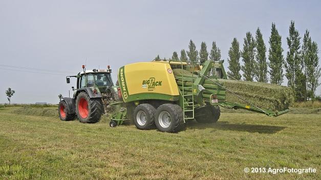Fendt 820 + Krone Big Pack 1270XC Multi-BALE (6)