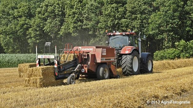 New Holland T7030 + Hesston 4600 (1)