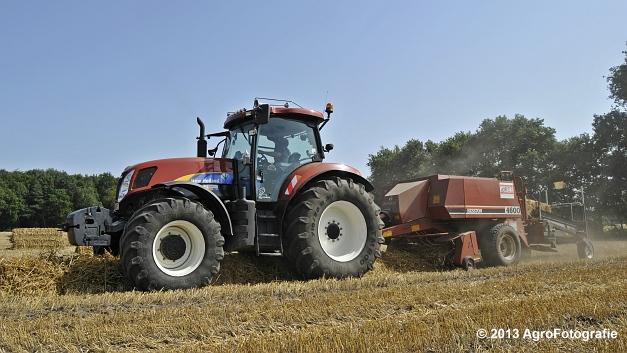 New Holland T7030 + Hesston 4600 (16)