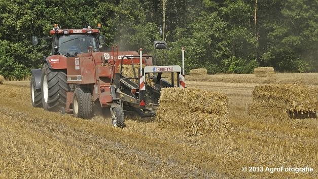 New Holland T7030 + Hesston 4600 (17)