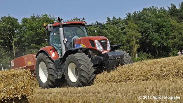 New Holland T7030 + Hesston 4600 (2)