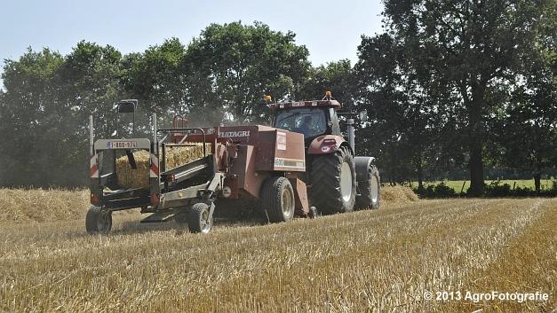 New Holland T7030 + Hesston 4600 (5)