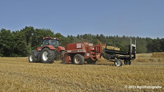 New Holland T7030 + Hesston 4600 (7)