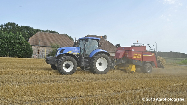 New Holland T7030 + New Holland BB940 (1)