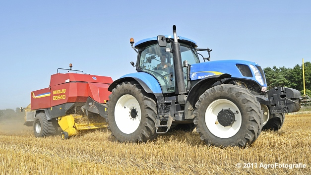 New Holland T7030 + New Holland BB940 (3)