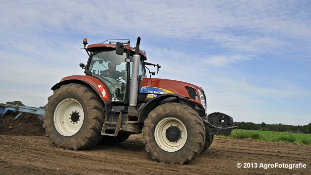 New Holland T7030 (15)