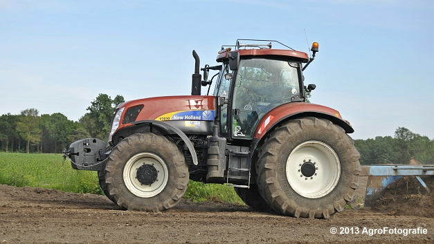 New Holland T7030 (4)