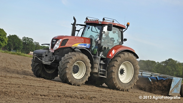 New Holland T7030 (9)