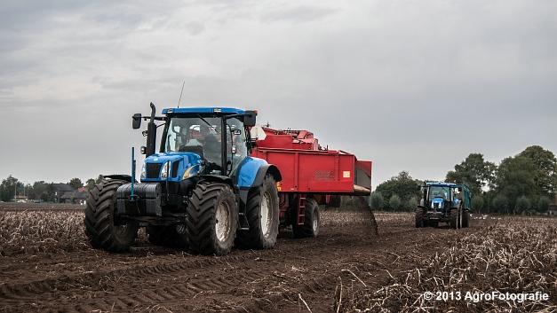 New Holland T6050 + Grimme SE 150-60 (1 van 25)