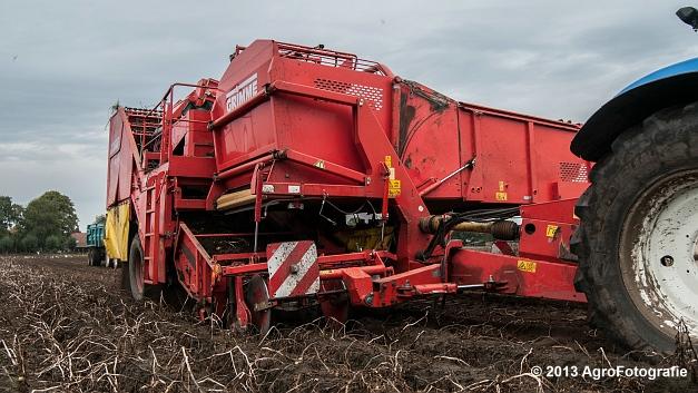 New Holland T6050 + Grimme SE 150-60 (12 van 25)
