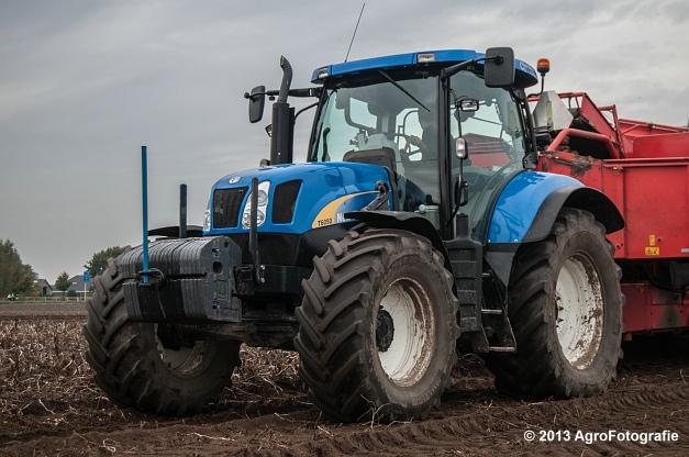New Holland T6050 + Grimme SE 150-60 (2 van 25)
