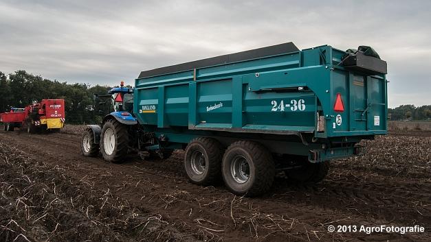 New Holland T6050 + Grimme SE 150-60 (4 van 25)