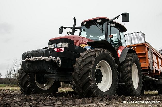 New Holland TM 155 + Dezeure (2 van 20)