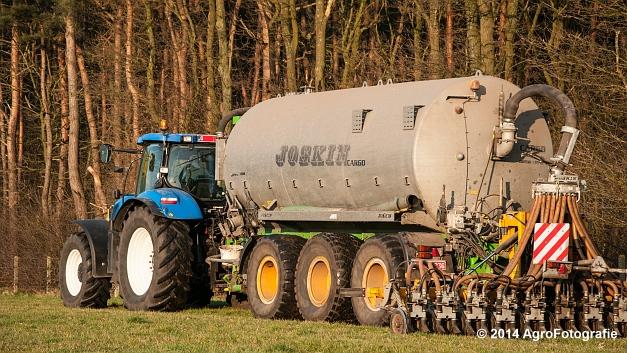 New Holland T7030 + Joskin (VDS) (3 van 25)