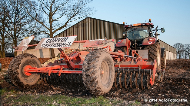 New Holland T7030 + Kuhn Optimer (Vanbuel) (1 van 18)