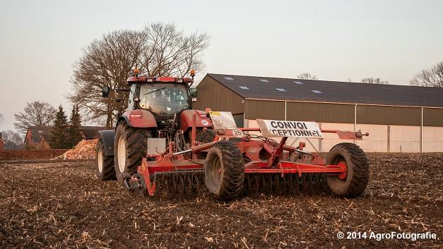 New Holland T7030 + Kuhn Optimer (Vanbuel) (10 van 18)