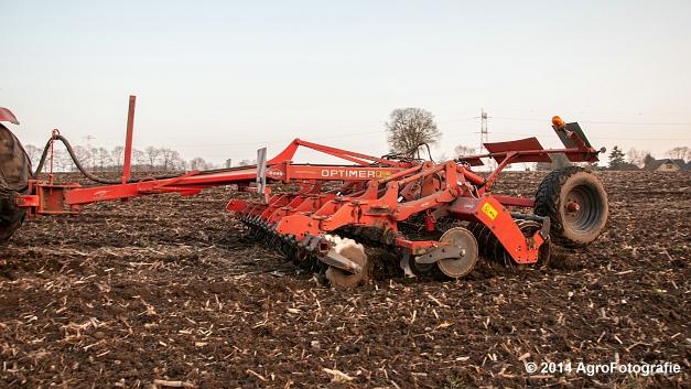 New Holland T7030 + Kuhn Optimer (Vanbuel) (9 van 18)