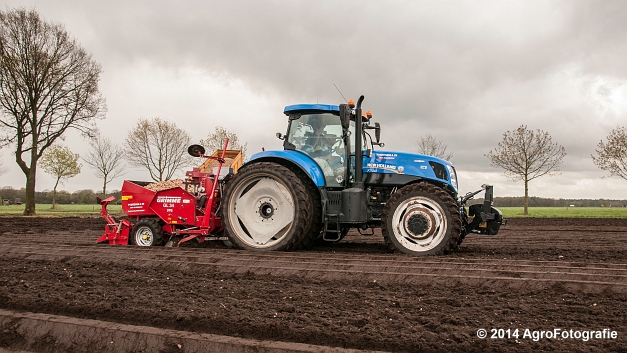 New Holland T7.220 + Grimme GL 34 DFB (Roothans) (16 van 17)