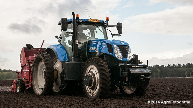 New Holland T7.220 + Grimme GL 34 DFB (Roothans) (6 van 17)