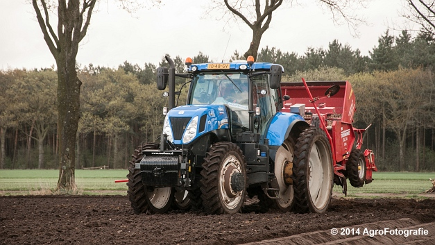 New Holland T7.220 + Grimme GL 34 DFB (Roothans) (7 van 17)