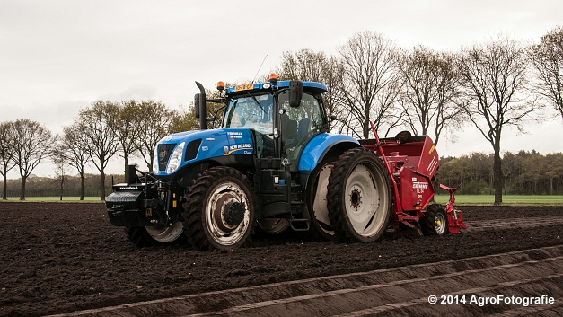 New Holland T7.220 + Grimme GL 34 DFB (Roothans) (8 van 17)